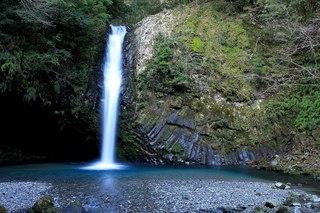1280px-Joren_Falls_2011-02-26.jpg